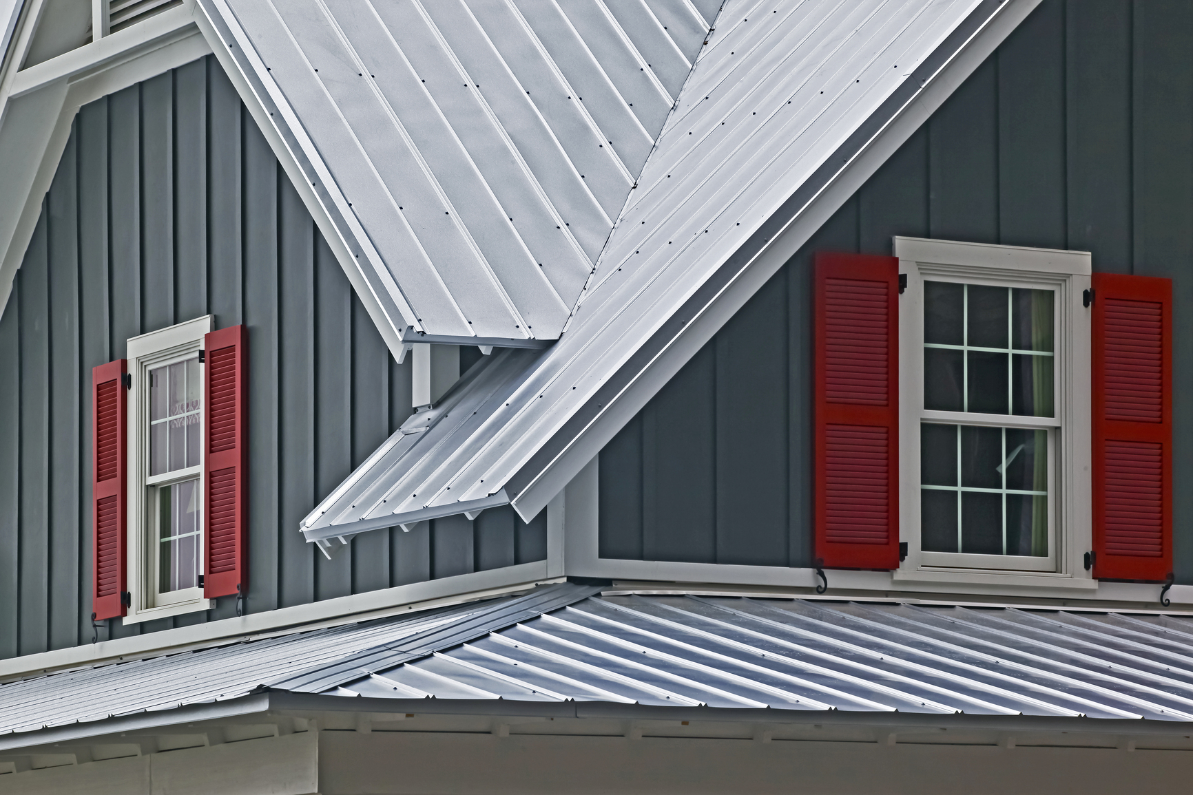 Why are metal roofs perfect for grays harbor county homes for Images of houses with metal roofs